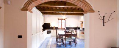 Vakantiehuis Toscane met zwembad - 6 persoons Casa Giglio - 3 slaapkamers, 3 badkamers, ruime woonkamer, goed ingerichte keuken, ruim terras, speeltuin kinderen